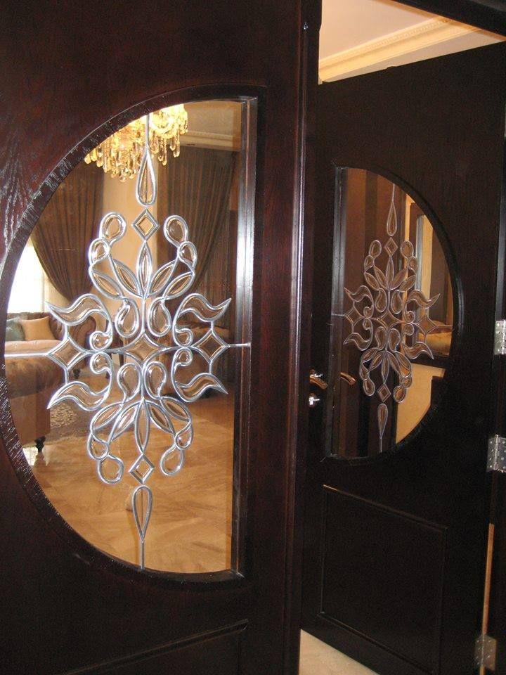 ابواب مرسومة باللريليف الملون ابواب خشبية بها زجاج معشق حواء Wooden Door Design Dining Room Design Living Room Designs