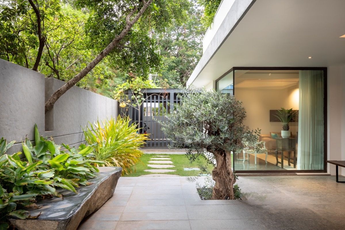 Gorgeous Modern Indian Villas With Courtyards Courtyard Design Modern Courtyard Courtyard House