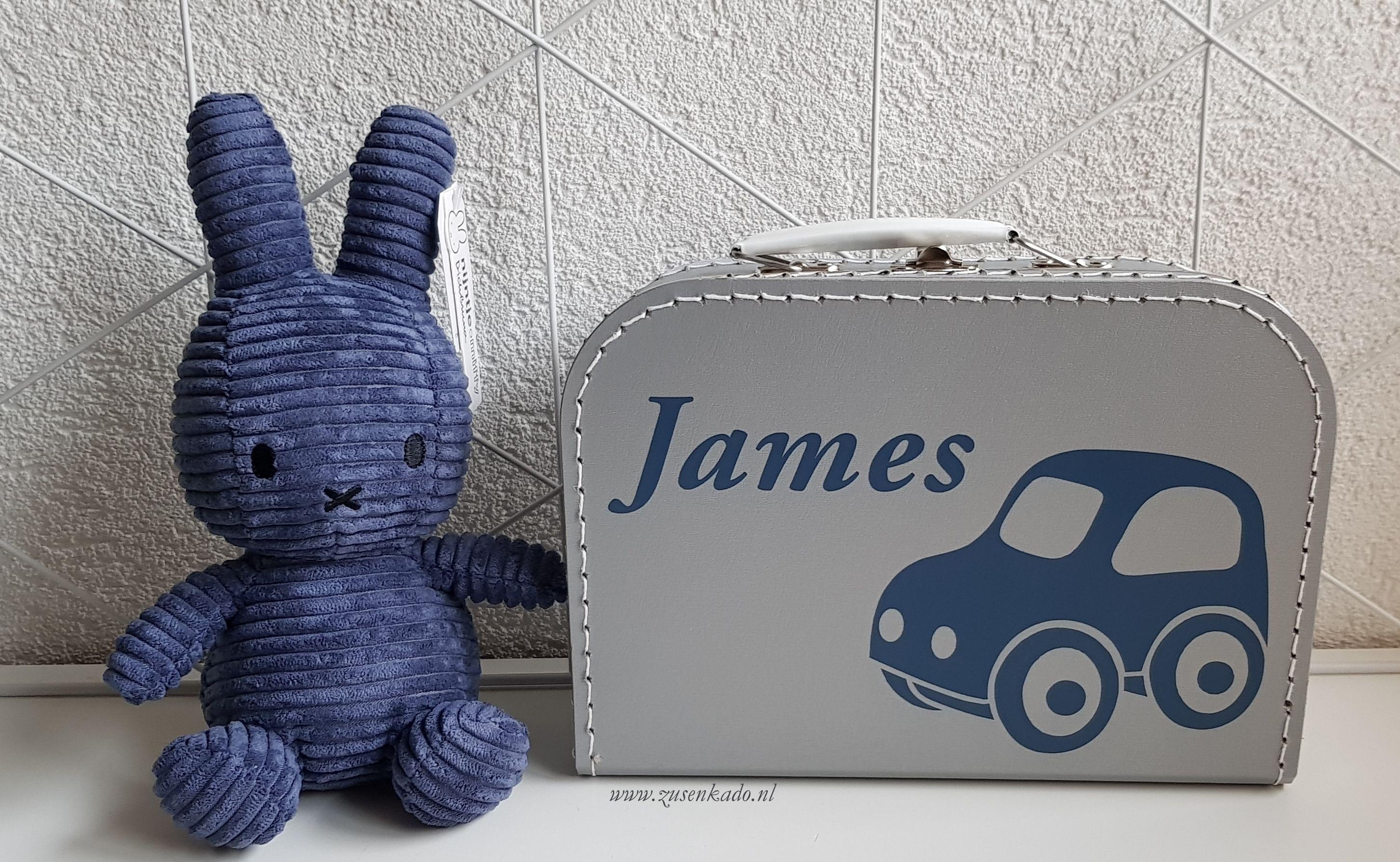 een koffertje met naam is altijd een leuk kado voor een