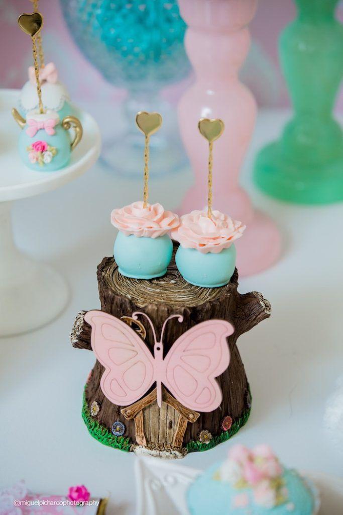 Alice in Wonderland cake pops from a