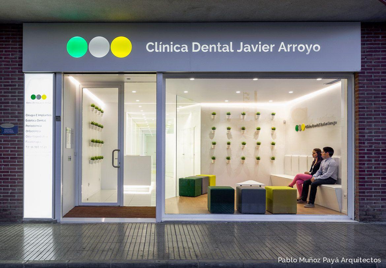 Fotograf a fachada noche cl nica dental javier arroyo - Fachadas clinicas dentales ...