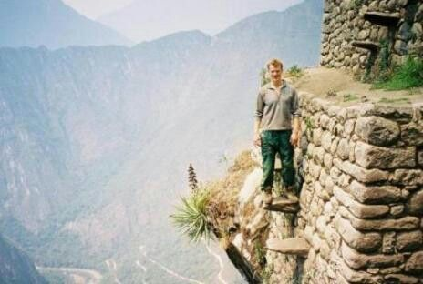 Excursionista De Aventura De Mujer Atractiva Con La Mochila