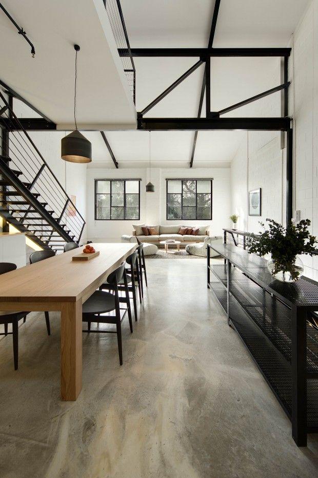 Digger gulvet, vil ha sånn på kjøkkenet. Industrial aesthetic steel trusses and polished #concrete #floor.