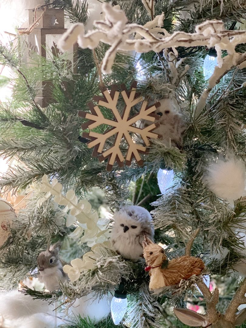 Every year I slightly change the decor to our Christmas tree. Usually the change is simple and it ends up just being MORE of the same decor 😂 I love woodland, rustic type themes so I usually run with it! #rustic #rusticchristmastree #rusticchristmas #christmasdecor #christmastree #christmasornaments