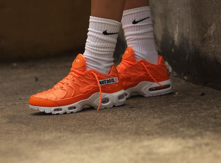 size 40 ea629 9bddc Nike Air Max Plus SE Just Do It Total Orange White