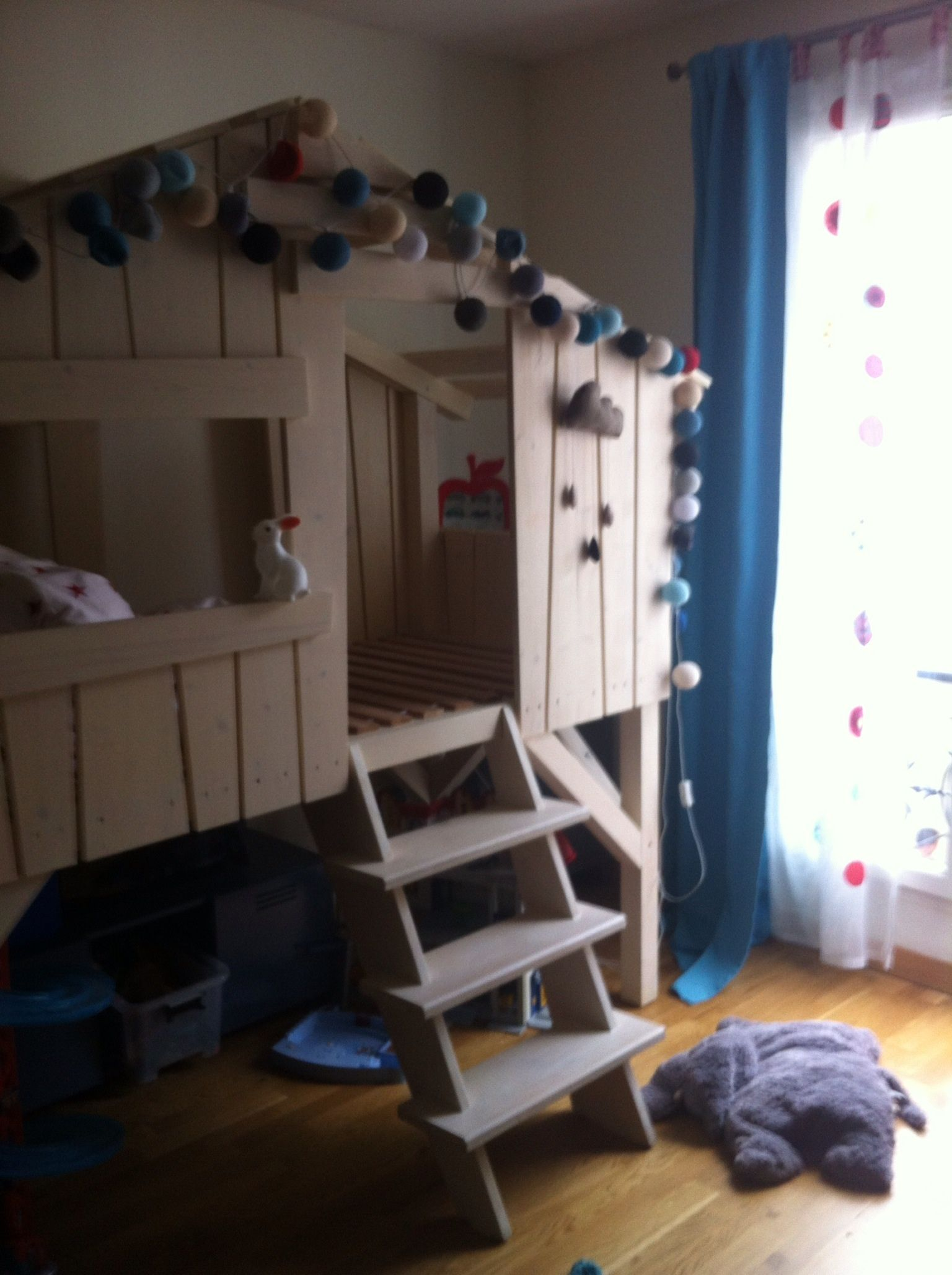 My son, Paul, bedroom, nearly finished. Thanks to the pinterest inspiration !