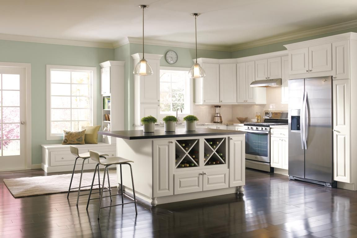 This Homecrest Kitchen Featuring Montella Cabinets In A Soft French Vanilla Finish Feels Brig Kitchen Renovation Kitchen Cabinets Pictures Masterbrand Cabinets