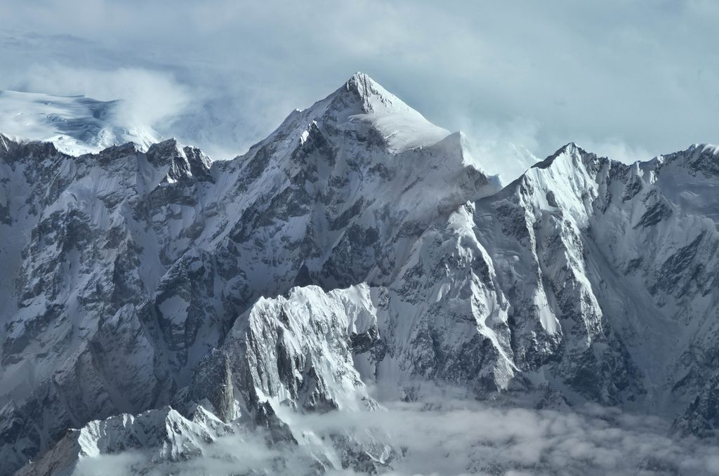 Shispare 7 611 M Karakoram Pakistan In 2020 Beautiful Mountains Karakoram Mountains Mountain Photos