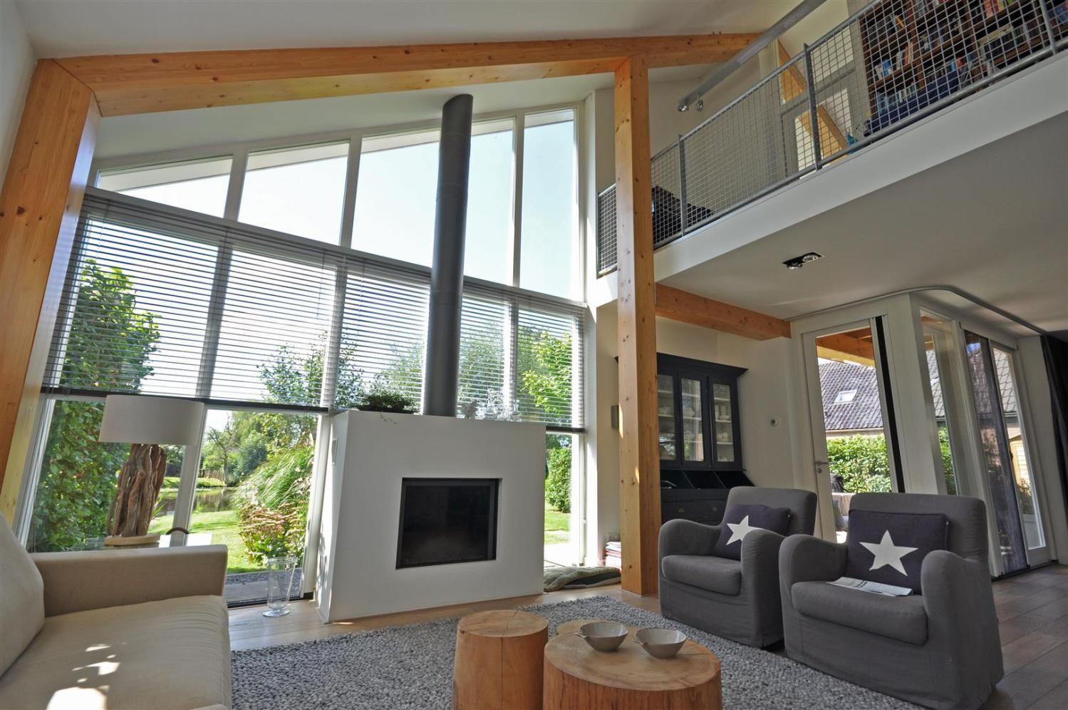 Interieur schuurwoning, met houten spanten, mooie vide, mooi ...