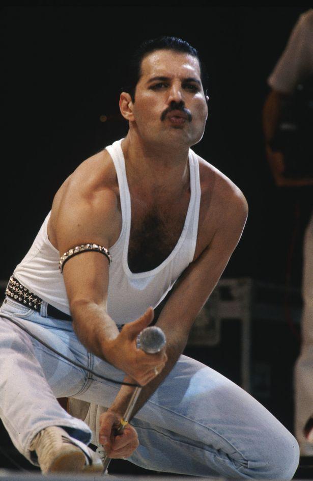 Wir werden Dich mitreißen! Freddie Mercury kehrt zurück, um das Stadion bei der olympischen A...