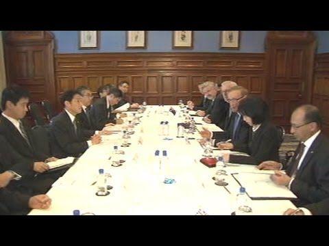 オーストラリアを訪問している岸田外務大臣は13日、カー外相と会談を行い、日米豪の3か国が安全保障の分野で協力を強化していくことで一致しました。
