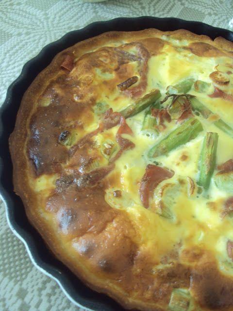 Tærte med serranoskinke, grønne asparges og forårsløg