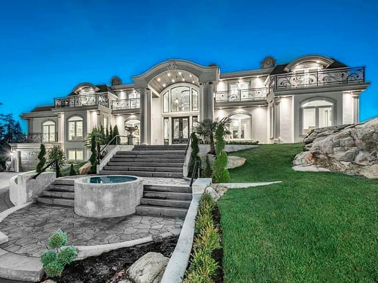 Good Night From The American Man Ion 12 000 Square Foot Mansion In West Vancouver Bc Canada Luxury Exterior Luxury Homes Dream Houses Mansions Luxury