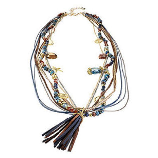 Collier sautoir bohème à pompon, perles et breloques
