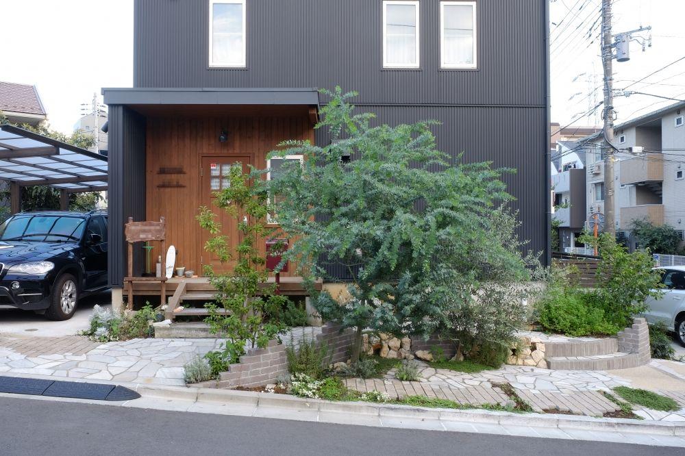 シンボルツリー 花壇 レンガ 植栽 植木 駐車場 草目地 タイル