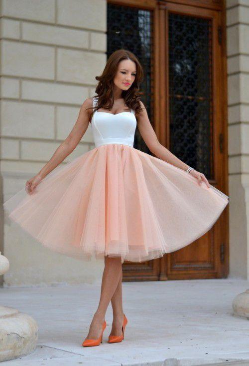 Платье на выпускной с пышной юбкой на корсете