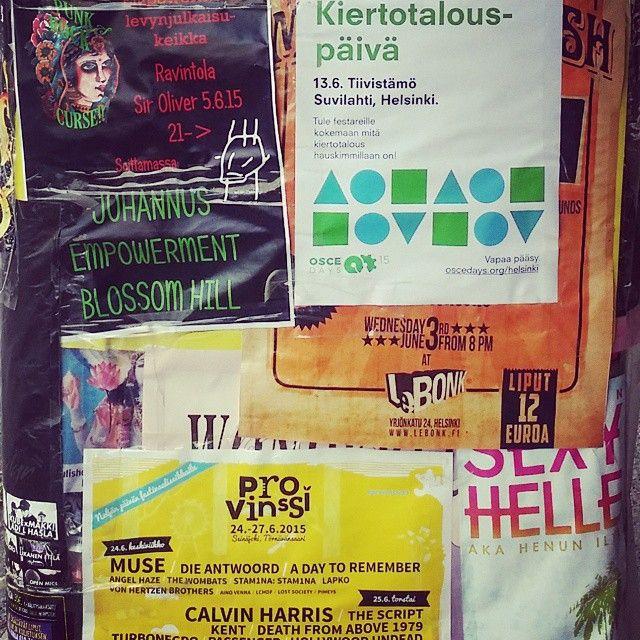 Ihana tolppa meidän työhuoneen vieressä.  Suomen suvi  Summer Time ❤ VAMOS! #festival #bands #gigs #funfunfun #cu #music #art #vaasankatu #vaasis #tiivistämö #provinssirock #lebonk #kiertotalous #suvilahti #siroliver