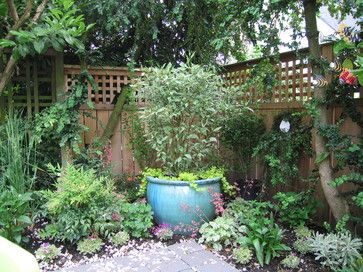 Small entryway landscaping ideas small courtyard garden for Small courtyard garden ideas