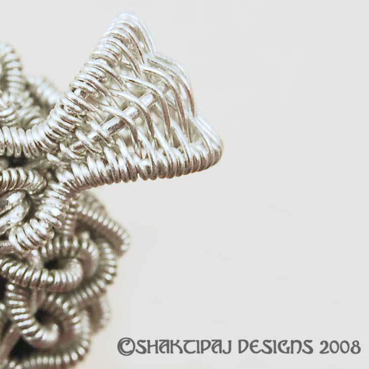 How to Weave Wire without Kinks | JewelryLessons.com | Tutorials ...
