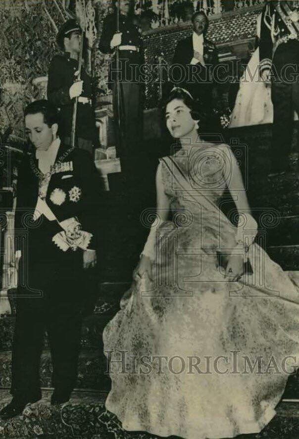 الملك فيصل الثاني و الملكة ثريا إسفندياري اثناء الزيارة الملكية الى ايران سنة 1957 Victorian Dress Culture Fashion