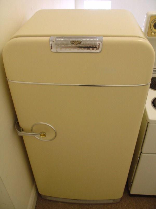 208 Pictures Of Vintage Stoves Refrigerators And Large Appliances Vintage Stoves Vintage Refrigerator Vintage Kitchen Appliances