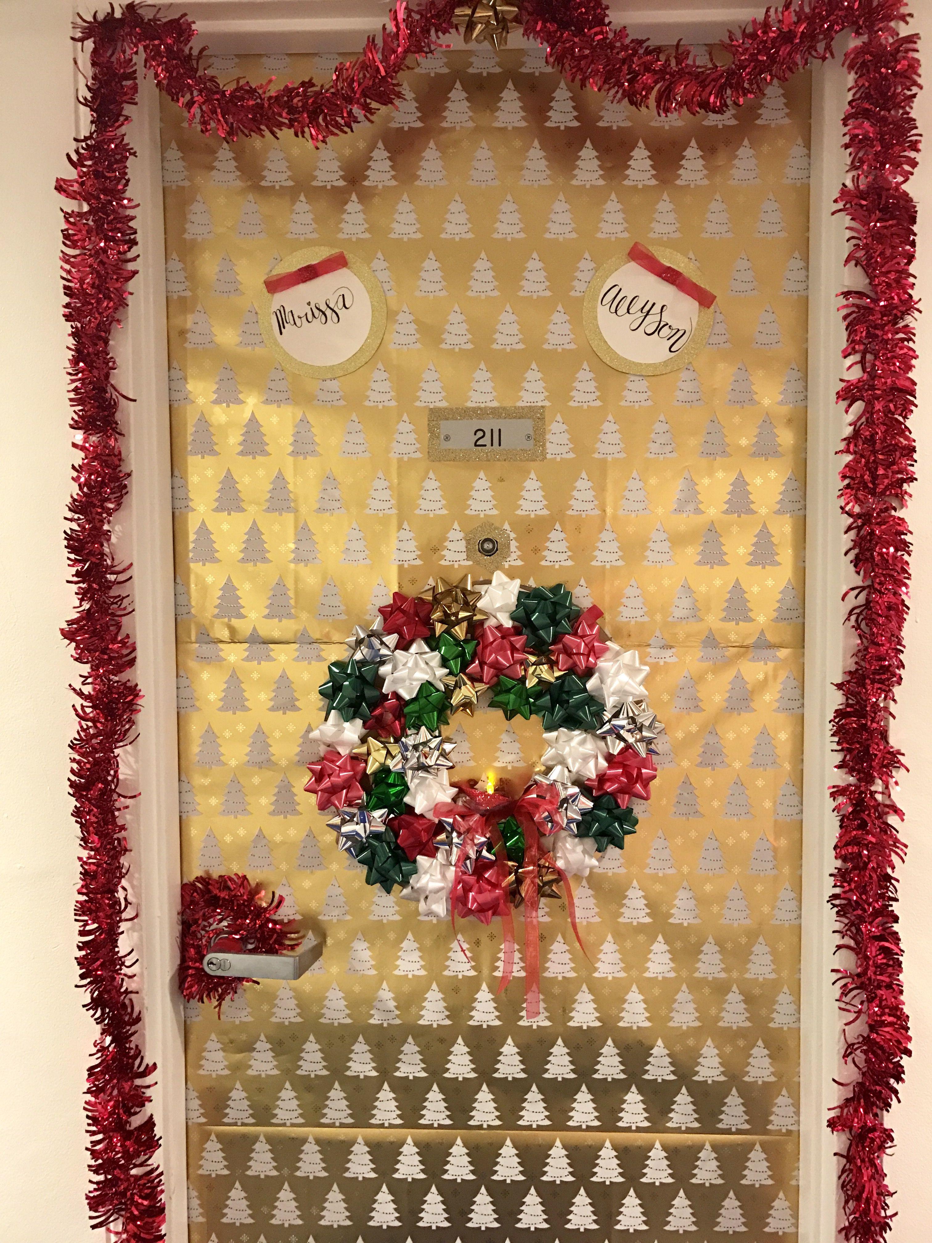 Dorm room door decor christmas holidays in the dorm pinterest