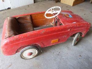 ancienne voiture a pedale dauphine a restaurer voiture voiture jouet voiture enfant. Black Bedroom Furniture Sets. Home Design Ideas