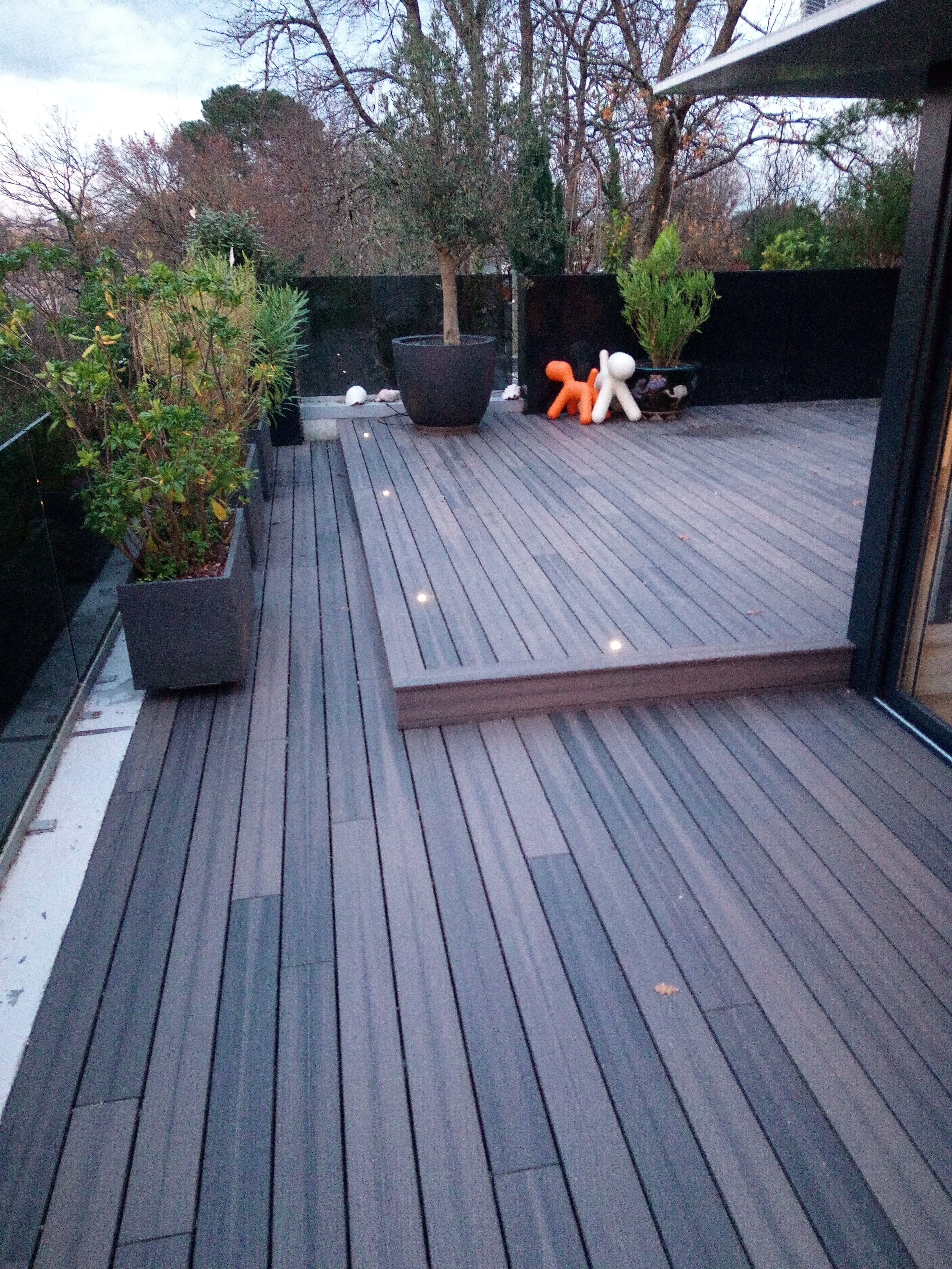 Spots Et Terrasse Composite Terrasse Composite Amenagement Jardin Terrasse Bois