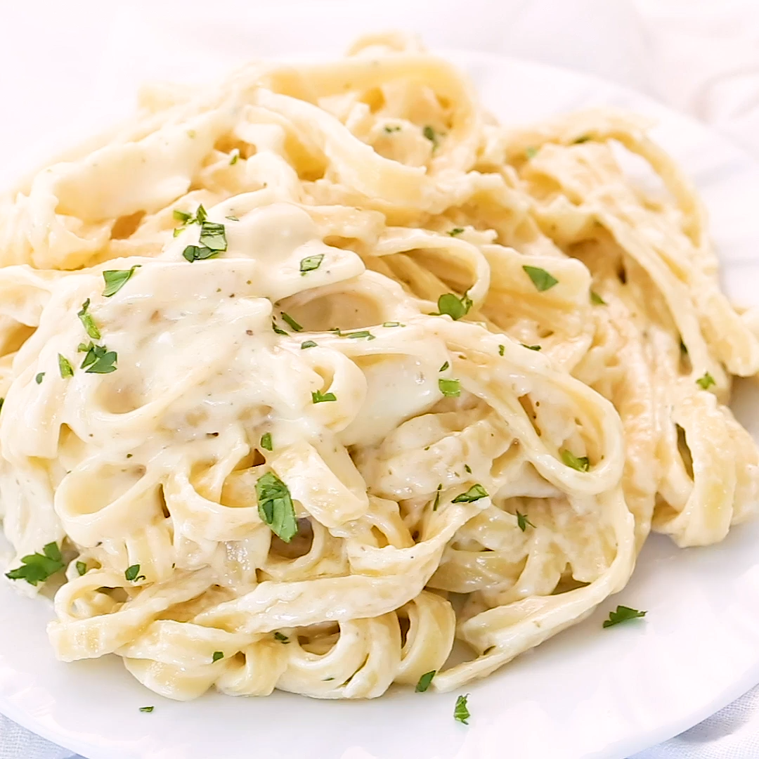 My favorite easy Homemade Alfredo Sauce - Smooth, creamy and the perfect texture and flavor!