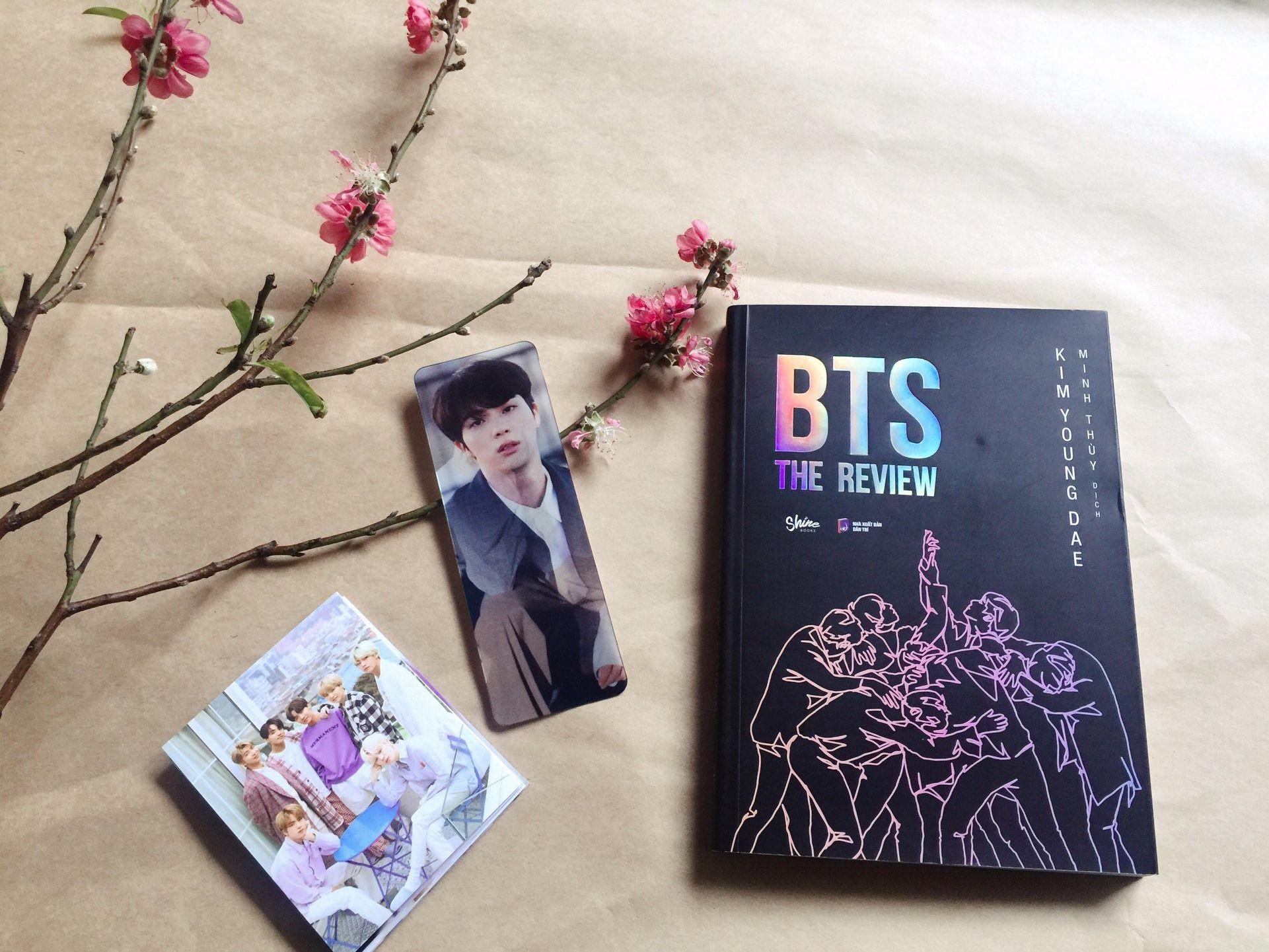 BTS: The Review (Tặng Kèm Bookmark 3D + Postcard) trong 2020 ...