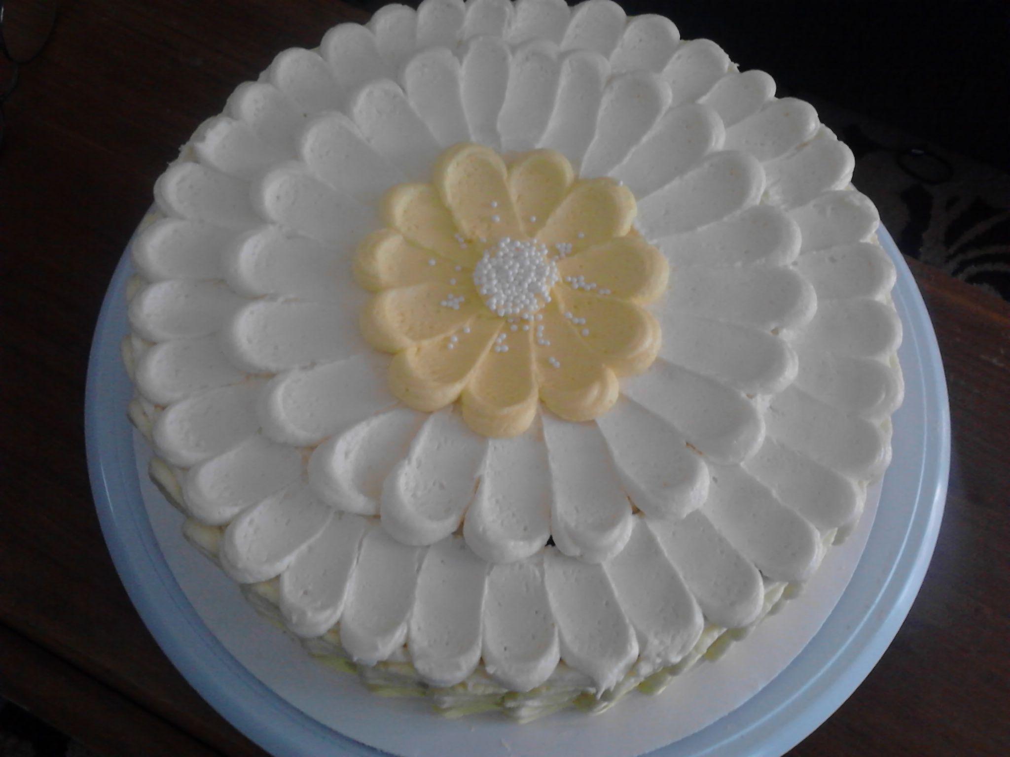 Mas B Day Cake 3 Easy Cake Decorating Daisy Cakes Cake Decorating