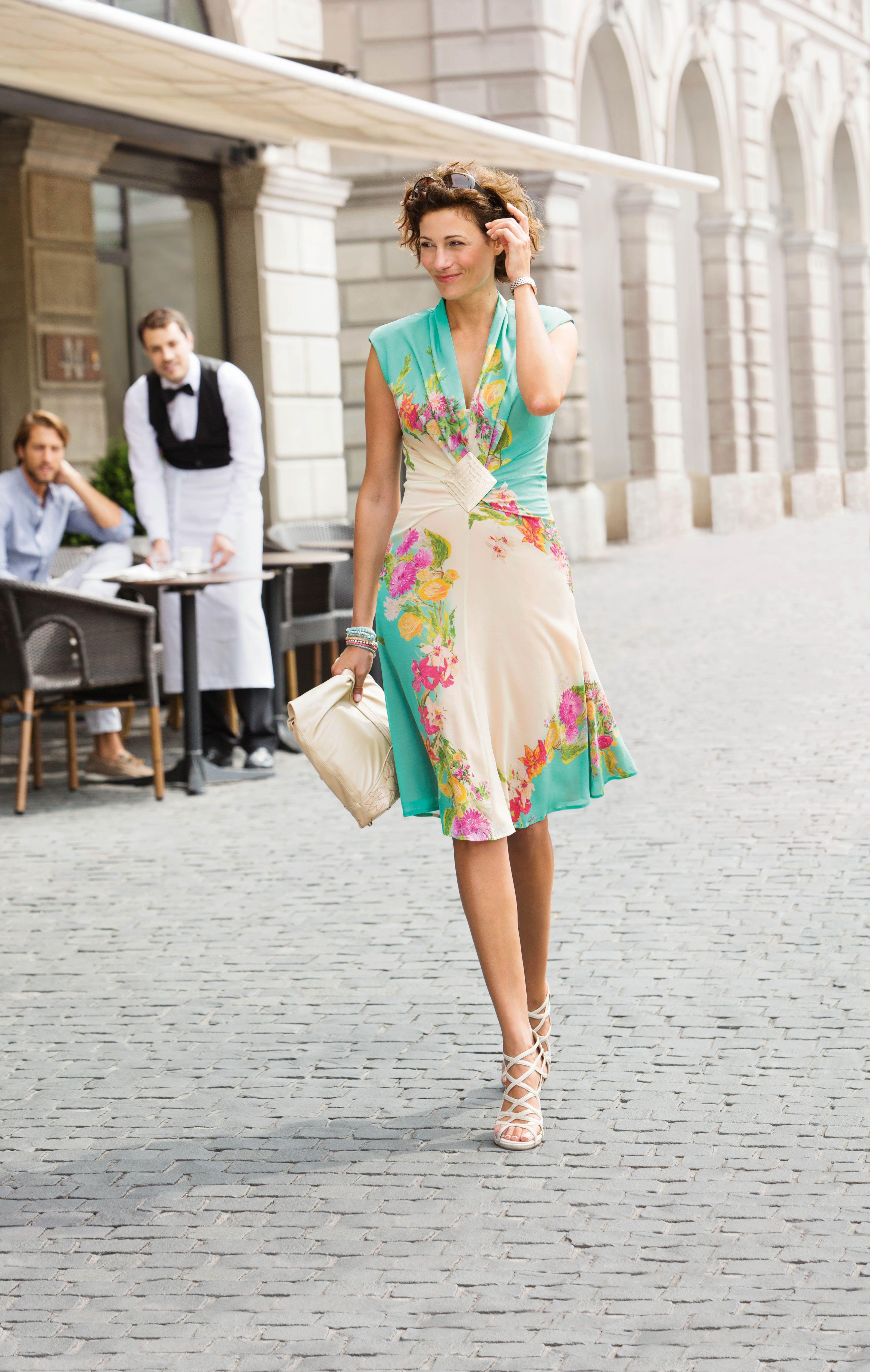 Sommerkleid aus Seide und Leder-Tasche nach einem Design von Mathias ...