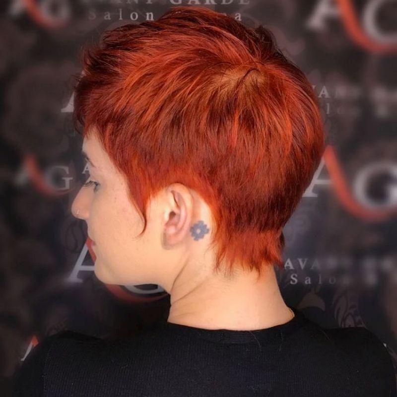 Kurzhaarfrisuren Damen Kurzer Nacken Rot Haar Farbe