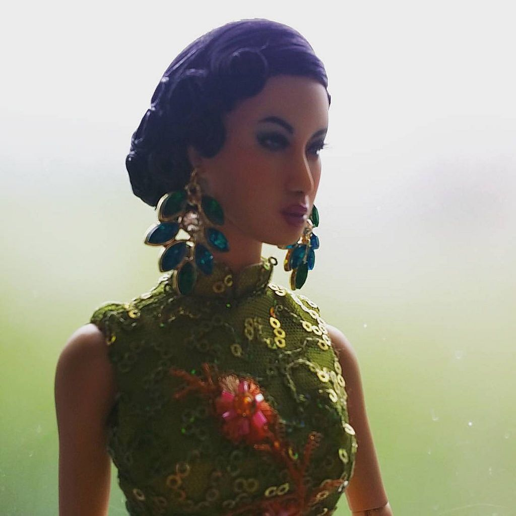 Feifei coming to meet you all soon. She can't wait to meet you at Shanghai Film Festival. She is limited of 5.   #photooftheday #couturefashion #beautifuldress #beauty #mannequin #makeup #geisha #bjddoll #dollcollector #dollstagram #fashiondoll #fashionde