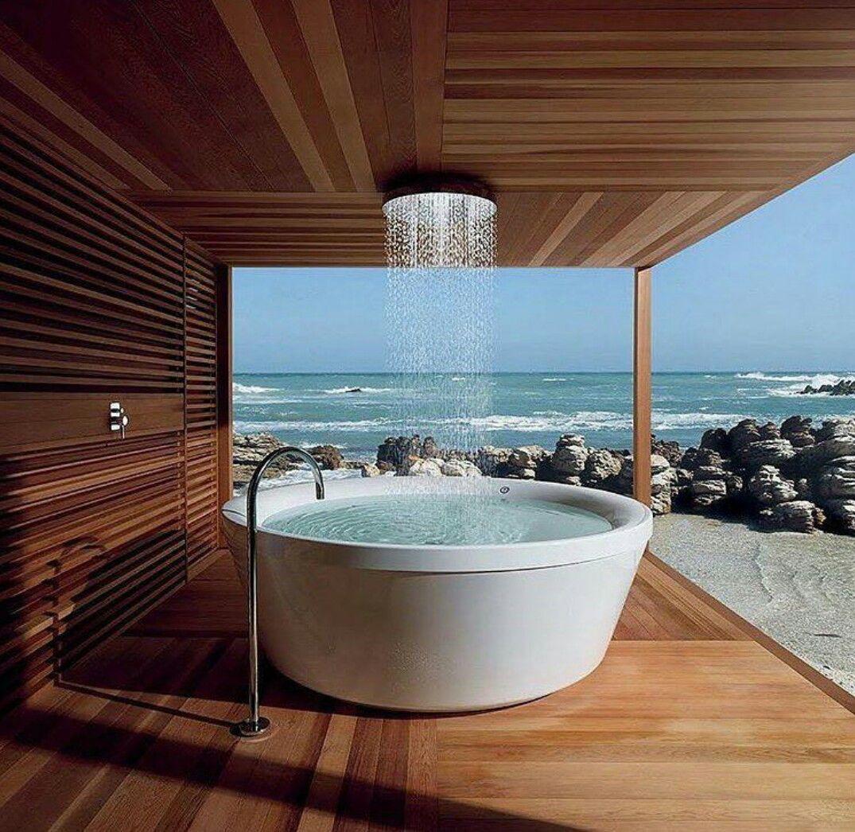 Pin Von Ginnie Jester Auf Interior Design Elements Freistehende Badewanne Regendusche Aussenbad