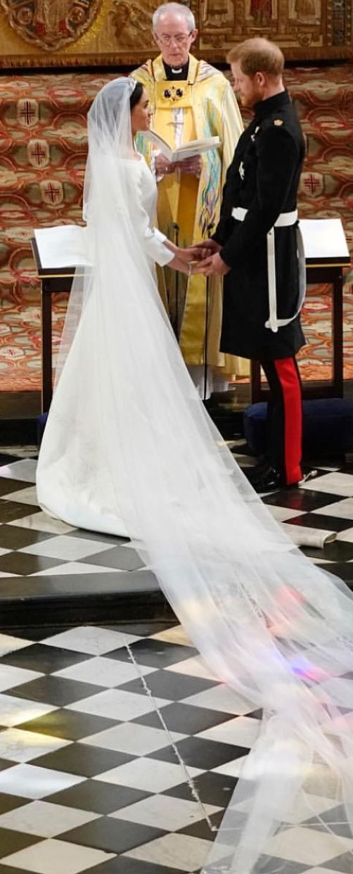 the bride s train is 16 ft long harry and meghan wedding royal wedding gowns royal wedding harry royal wedding gowns