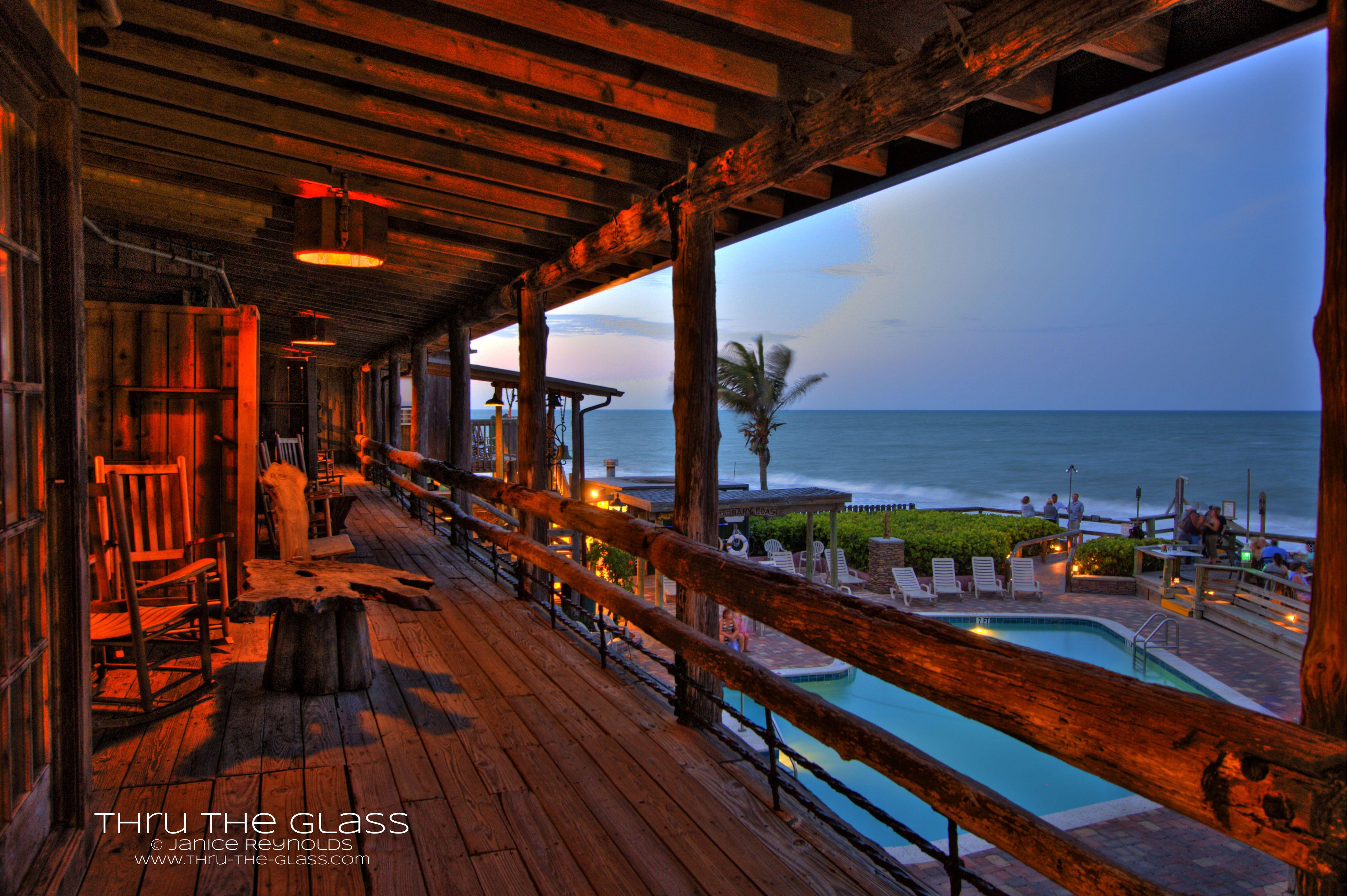 Driftwood Resort And Waldo S Restaurant Kitschy Oceanfront Resort