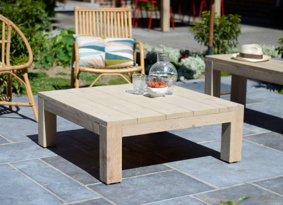 Table basse de salon ou de jardin en bois brut riviera vue l 39 ext rieur - Tables de salon en bois ...