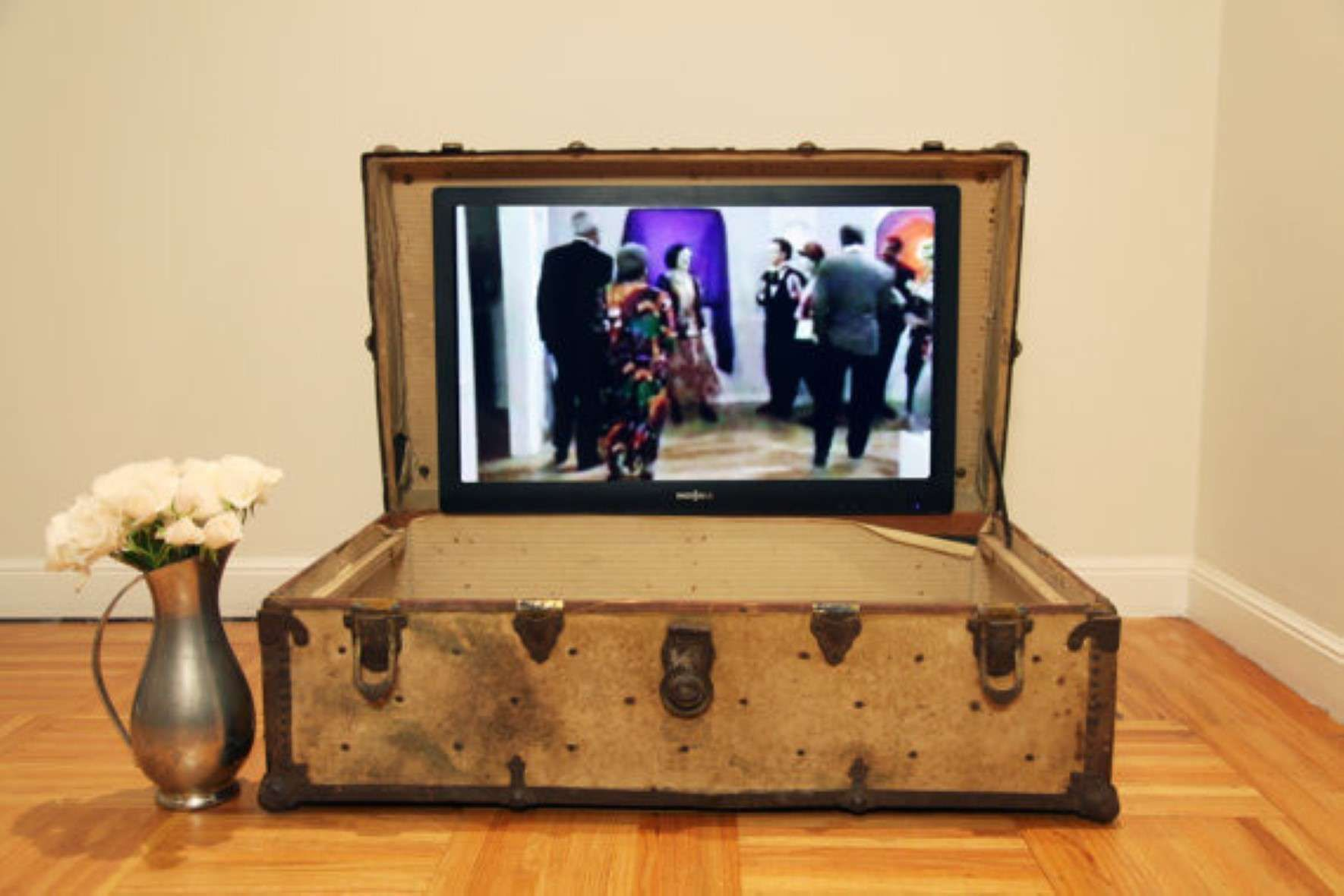Old And Vintage Cool Homemade Suitcase Tv Stands Ideas Black And White Vintage Backgrounds Living Room Diy Vintage Fireplace Living Room Tv Wall