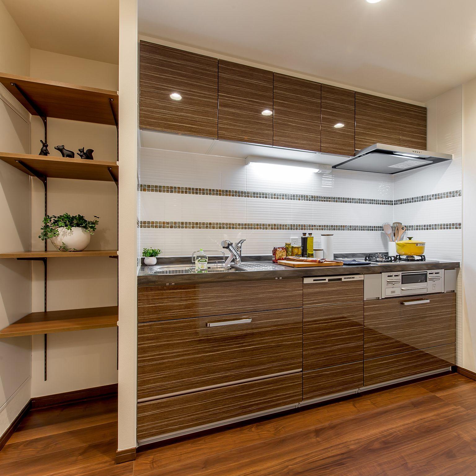 033 家族の暮らしを彩る上質な住まい キッチン 暮らし フローリング