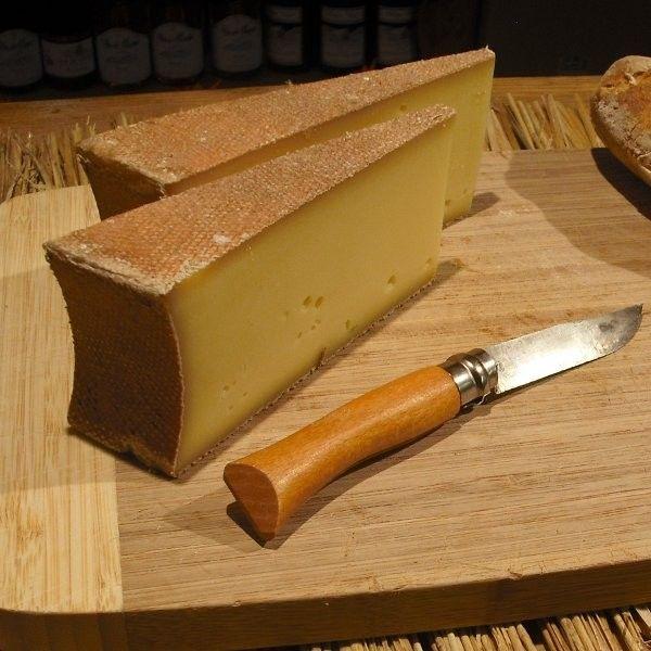 """Beaufort de Savoie et couteau """"Opinel"""" de Savoie"""