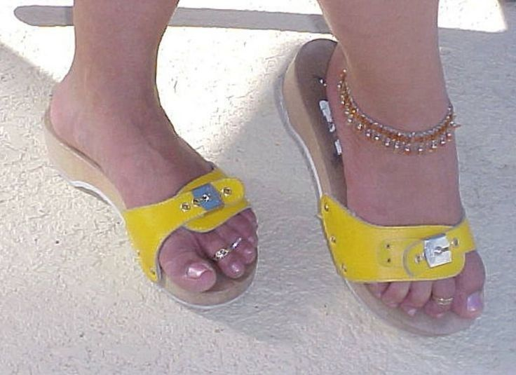 f7a2e0c33b9d Pin by Walk in Style on Wearing Wooden Sandals II