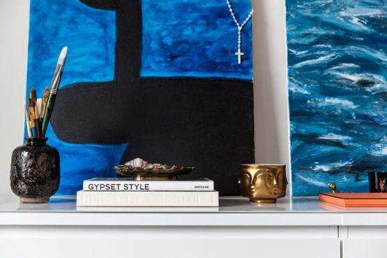 Post: Así vive una fashion blogger sueca en Nueva York ---> accesorios moda decoración, blog decoracion interiores, decoración blanco negro, decoración fashion, delikatissen decoración, estilo nórdico escandinavo, estilo sueco piso, interiores nueva york