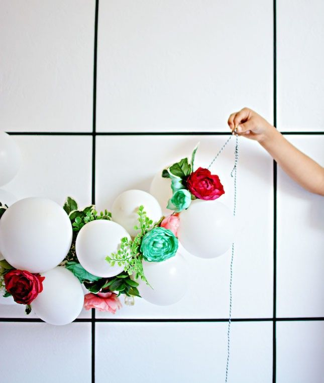 20 creative balloon diys to rock at your summer party for Outdoor hanging ornaments