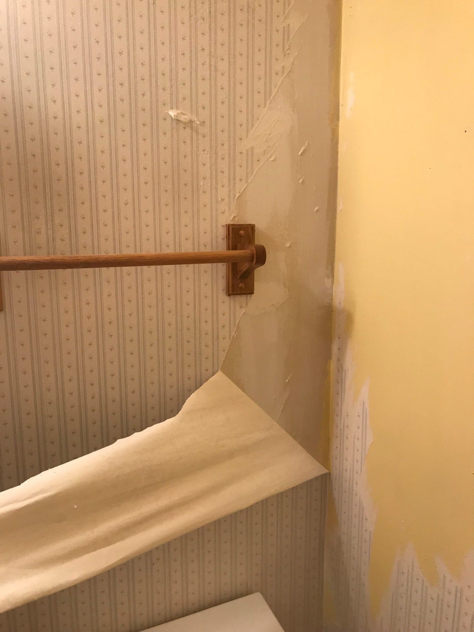 How To Remove Wallpaper From Drywall Removable Wallpaper Painting Over Wallpaper Painting Walls Tips