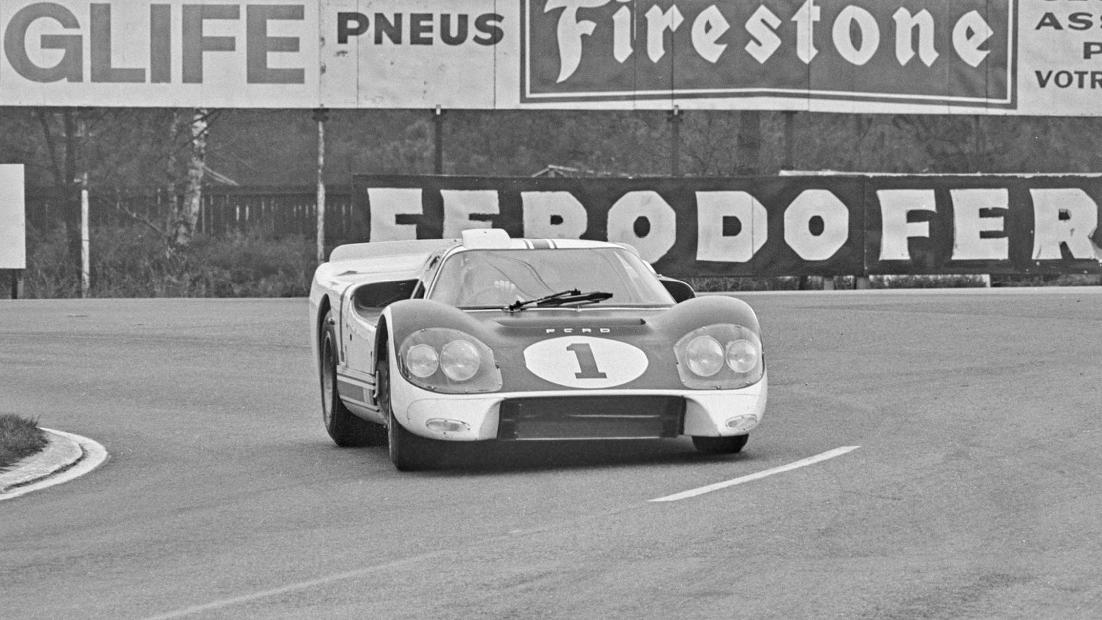For The April 1966 Le Mans Pre Race Test Week Ford Brought The First Of The J Car Chassis Driven By Bruce Mclaren And Ch Ford Gt Sports Car Racing Ford Gt40