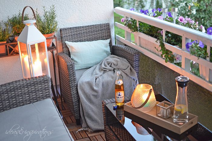 Idee für einen kleinen Balkon mit Lounchcharakter. Balkon balcony lounch outdoor living home dachterasse luxury illumination lightning candles summer rattan