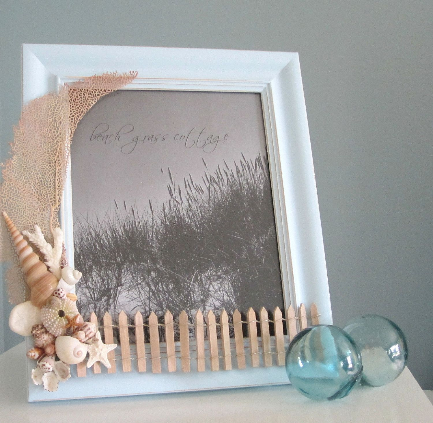 Beach Decor Shell Frame Nautical Seashell Frame With Lace Coral Shells And Beach Fence Blue 8x10 6 Beach Themed Crafts Seashell Projects Seashell Frame