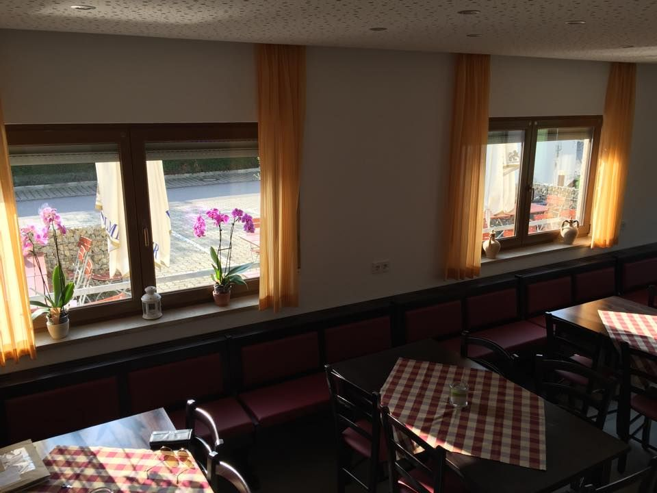 Pin di sedie tavoli ristoranti maiero su arredi eseguiti for Ap arredamenti