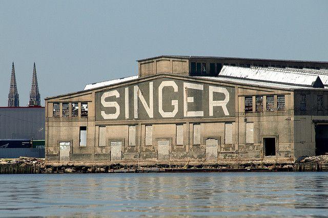 Old Singer Sewing Machine Factory Newark Bay Elizabeth Nj Singers Vintage Sewing Machines